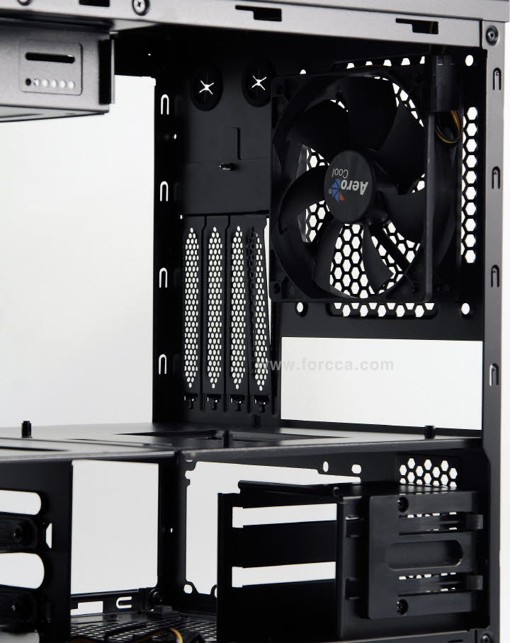 AeroCool DS Cube Window BW-35.jpg