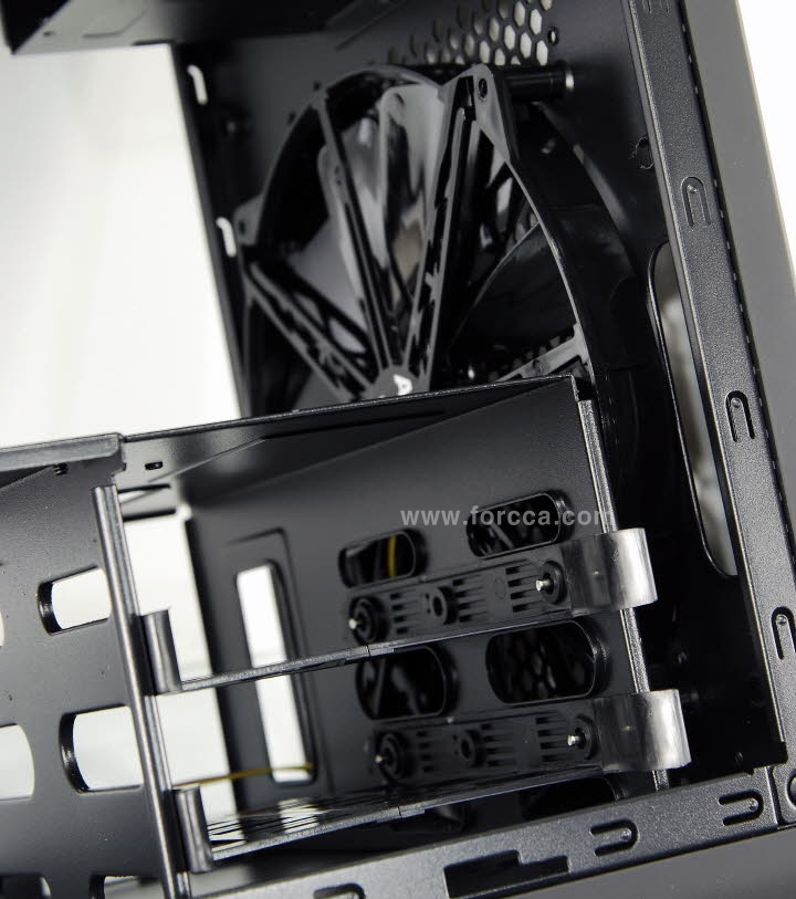 AeroCool DS Cube Window BW-43.jpg