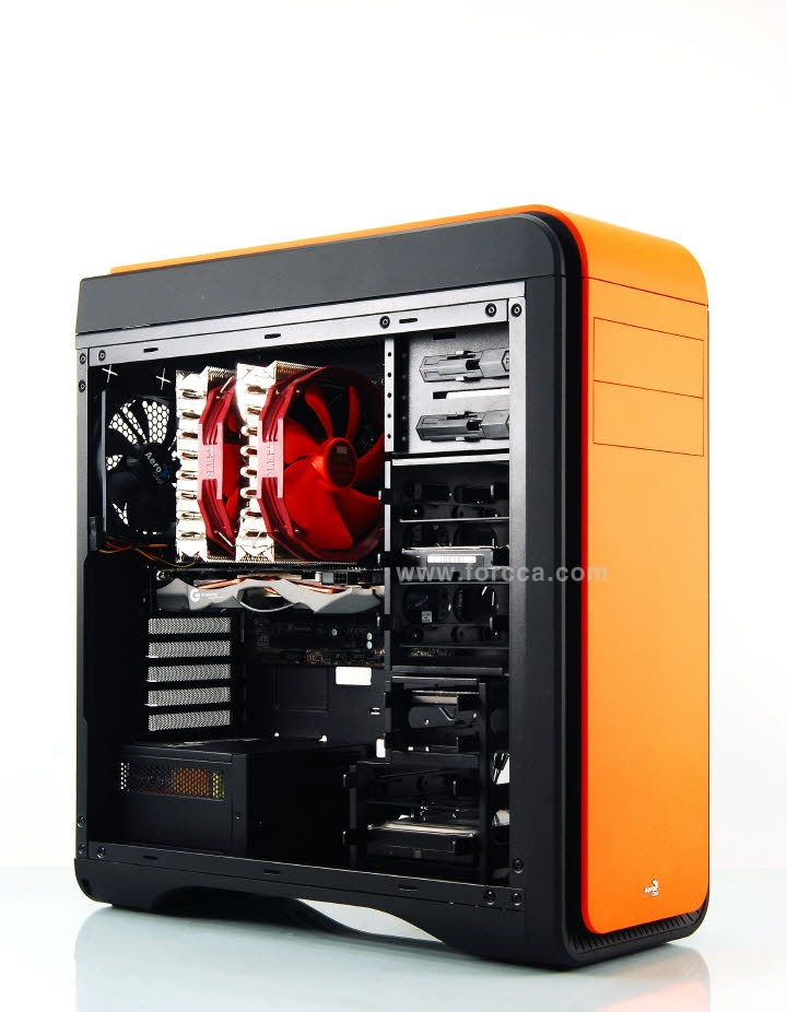 Aerocool DS200 Window Orange.jpg
