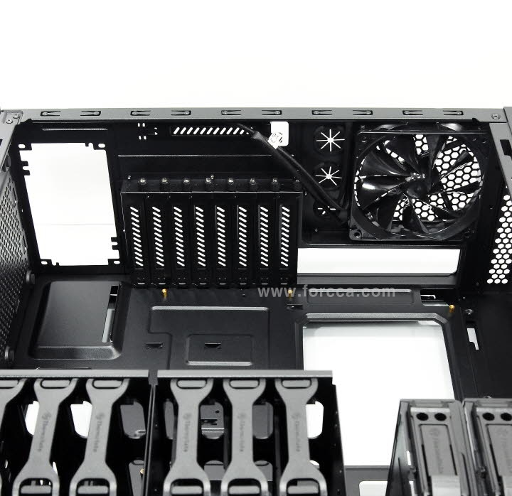 Thermaltake Core V41-36.jpg